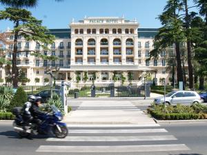palace-hotel-300x225